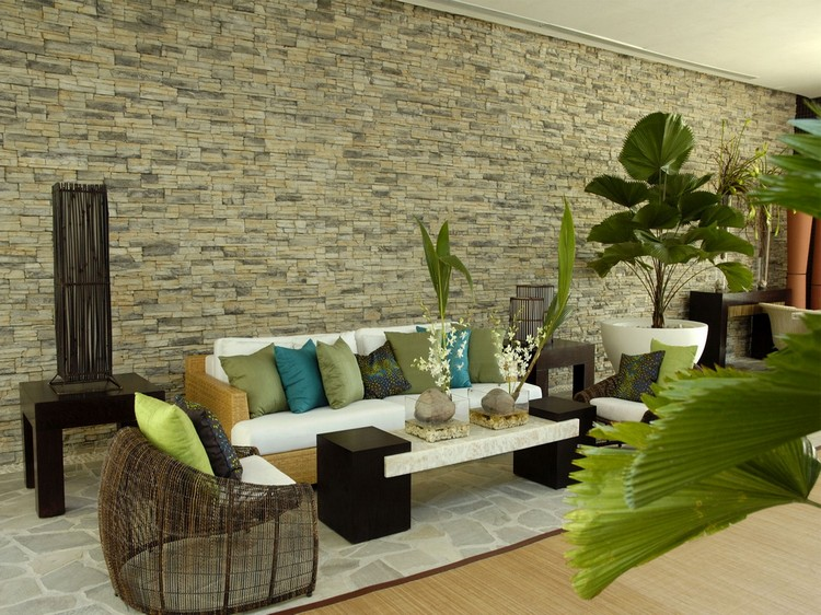 3785c19a Design stue med en steinmur. Dekorativ stein og tapet